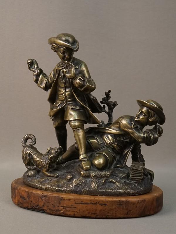Скульптура «Ссора двух мальчиков», бронза, литье, патинирование; постамент дерево. Франция, конец XIX – начало XX века, высота 20,5см