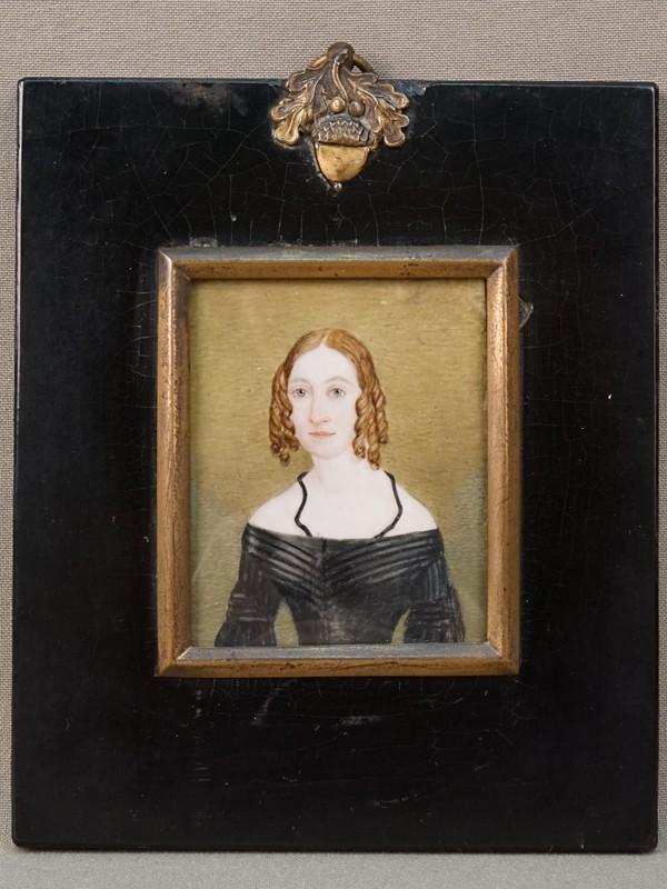 Миниатюра в раме «Дама в черном платье», кость, живопись, 6 × 7см, 1840-50-е годы