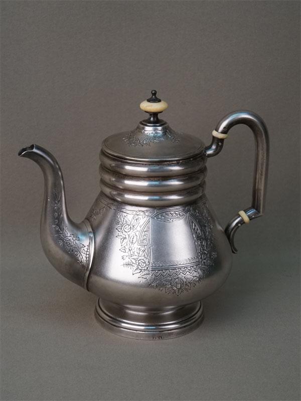 Чайник заварочный, серебро 84 пробы, гравировка, позолота, кость; общий вес 467,7г. Москва, 1893 год