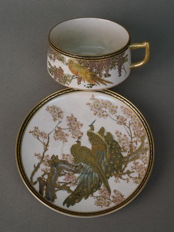 Чайная пара «Павлины», фаянс, роспись, золочение. Япония, эпоха Мэйдзи (конец XIX – начало XX века)