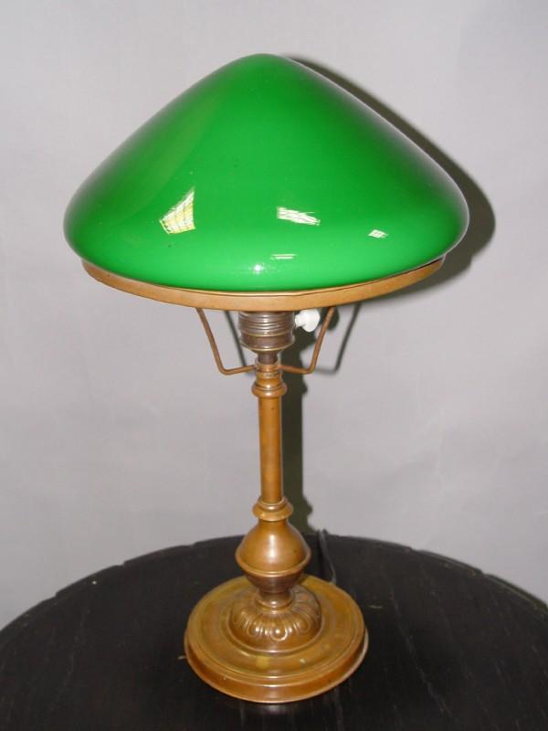 Лампа настольная с зеленым плафоном, начало ХХ века, 1 световая точка, 45 × 24см