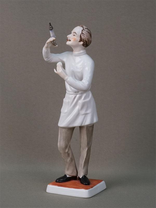 Скульптура «Врач-анестезиолог», бисквит, роспись. Германия, Goebel, вторая половина XX века, высота 23см