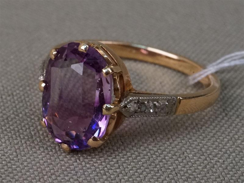 Кольцо, золото 583 пробы, общий вес 3,05г.  Вставки: 4 бриллианта («Роза»), аметист («Овал»). Размер кольца 17.