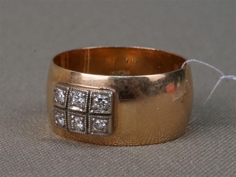 Кольцо, золото 583 пробы, общий вес 7,9г.  Вставки: 6 бриллиантов (Кр33 – 0,18ct 3/3).Размер кольца 19.25 .