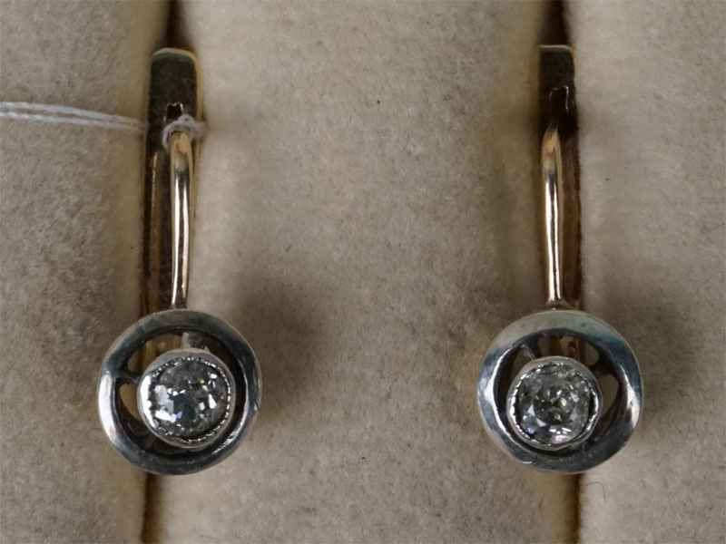 Серьги, золото по реактиву, общий вес 3,13г.  Вставки:  бриллианты (2бр «Старой» огр. – 0,36ct 5/5)