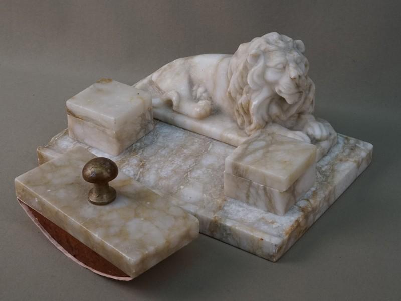Письменный прибор «Лев», камень, резьба, первая половина XX века, 26 × 18см