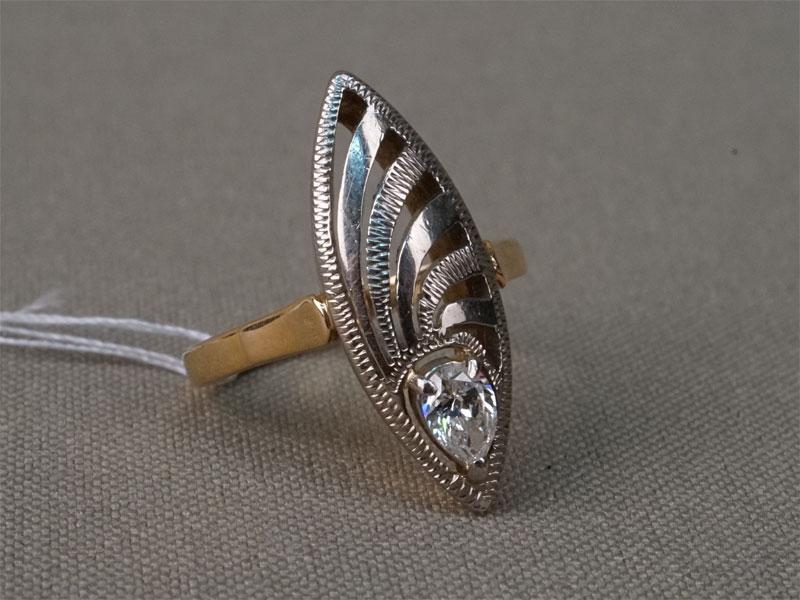 Кольцо «Маркиз», золото 583 пробы, общий вес 4,16г.  Вставки: 1 бриллиант («Груша» — 0,24ct 3/3). Размер кольца 15,7.