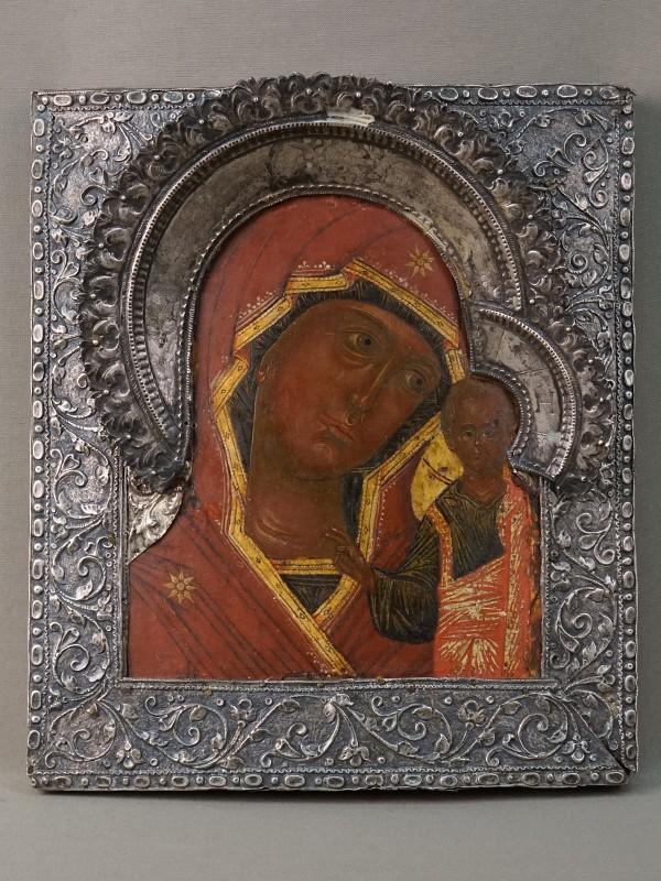 Икона «Пресвятая Богородица Казанская», дерево, левкас, темпера, золочение. Басма серебро 84 пробы. XVIII век, 28,5 × 25,5см