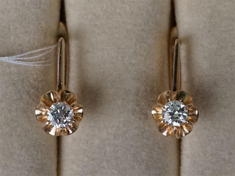 Серьги, золото 583 пробы, вставки: бриллианты (2 бр кр57 0,47 4/4), общий вес 3,55г.