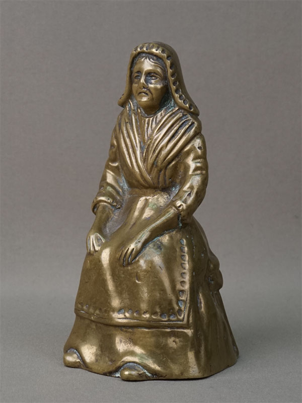 Колокольчик настольный в виде женской фигуры, бронза. Западная Европа, начало XX века, высота 15,5см