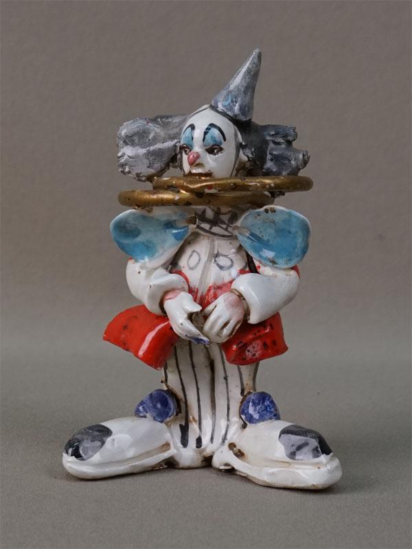 Скульптура «Клоун с кольцами», фарфор, роспись. Италия, вторая половина XX века, высота 12см
