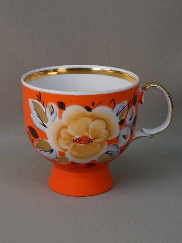 Чашка, фарфор, роспись, золочение. СССР. Вторая половина XX века, высота 11см