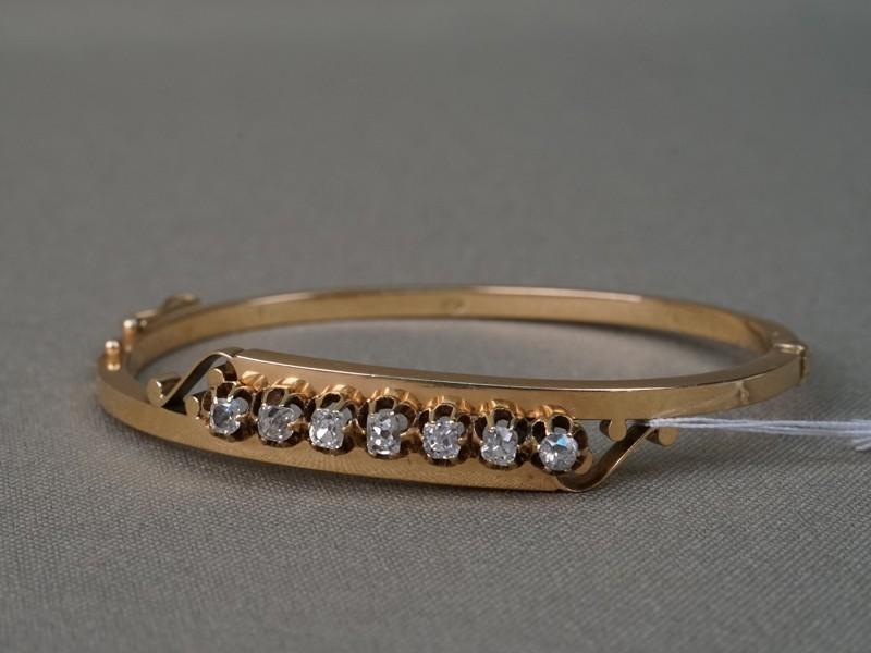 Браслет, золото 56 пробы, вставки: бриллианты (7 бр. старой упрощенной огр. 0,92 3/3-4), общий вес 9,59г.