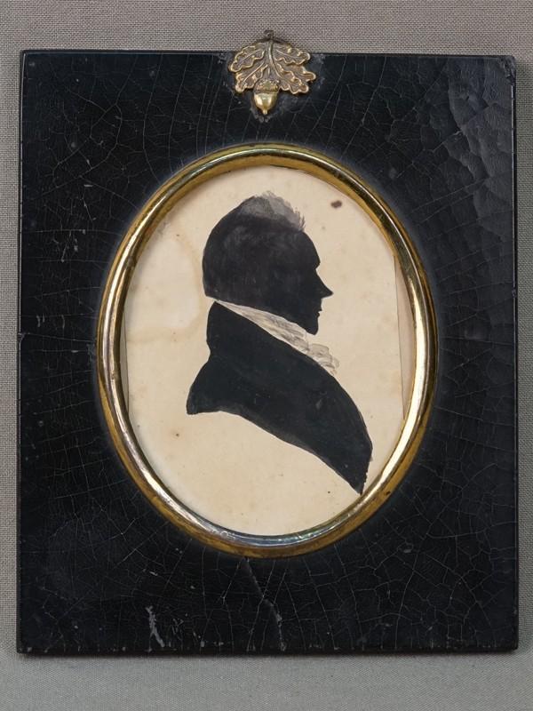 Миниатюрный портрет в деревянной раме «Силуэт мужчины», бумага, тушь, 13,7 × 11,7см, первая половина XIX века