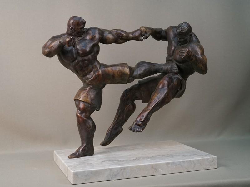 Скульптура «Борцы», бронза, литье, патинирование; постамент камень, авторская работа, 25 × 34 × 25,5см