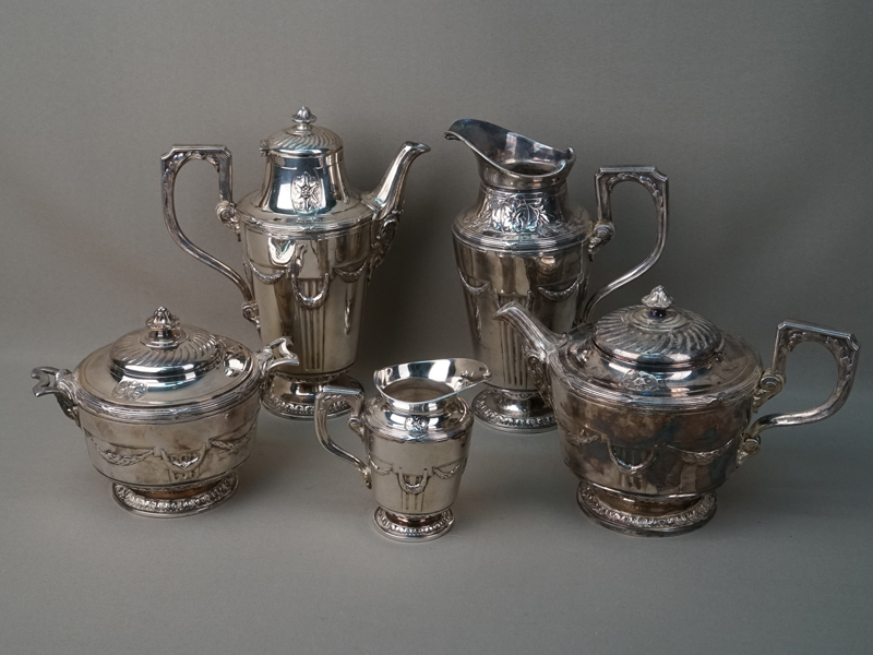 Сервиз (5 предметов): чайник, кофейник, кувшин, молочник, сахарница. Франция, конец XIX века, белый металл