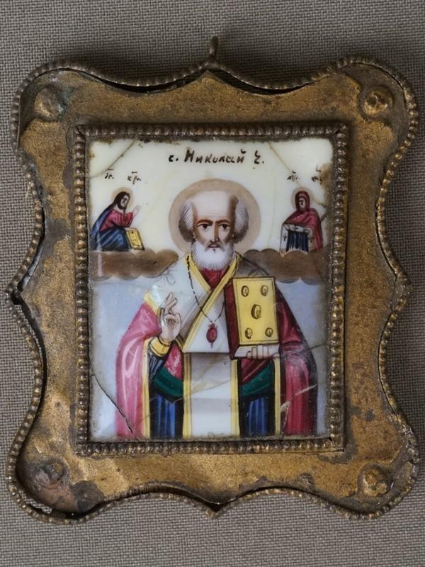 Икона «Святой Николай Чудотворец», металл, финифть, рамка латунь, 5 × 4см, XIX век
