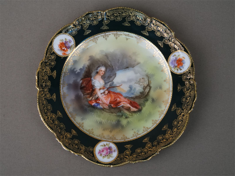 Тарелка «Диана-охотница», фарфор, деколь, золочение. Завод Гарднера, диаметр 18см, конец XIX века