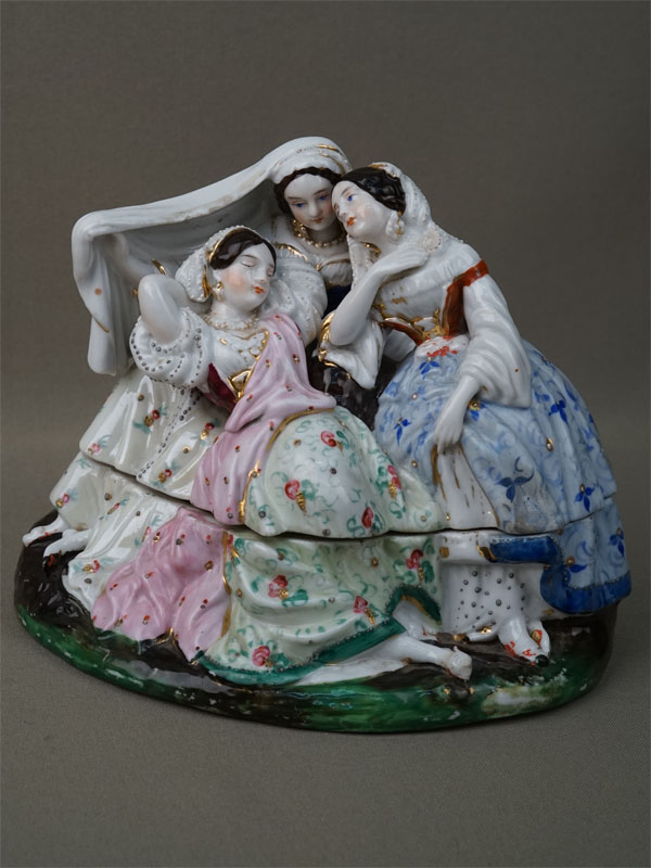 Чернильница «Три девицы», фарфор, роспись, золочение. Россия, завод Огинского, XIX век, 17 × 14см