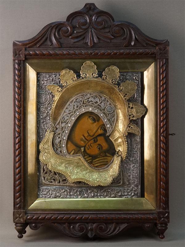 Икона в киоте «Пресвятая Богородица Казанская», дерево, левкас, темпера, XVIII век, 31 × 24,5см. Оклад серебро по реактиву, жемчуг, стразы.