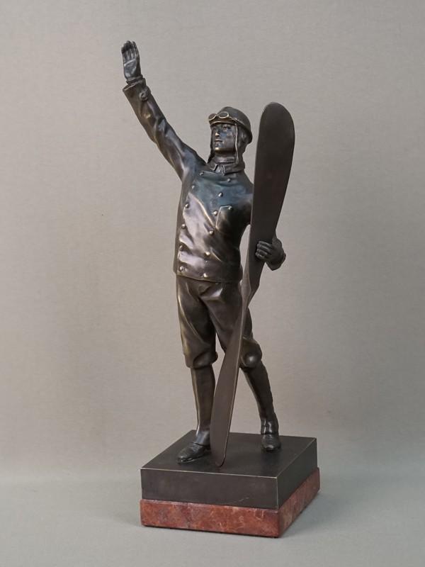 Скульптура «Авиатор», бронза, литье, патинирование, постамент камень. Западная Европа, начало XX века, высота 32,5см