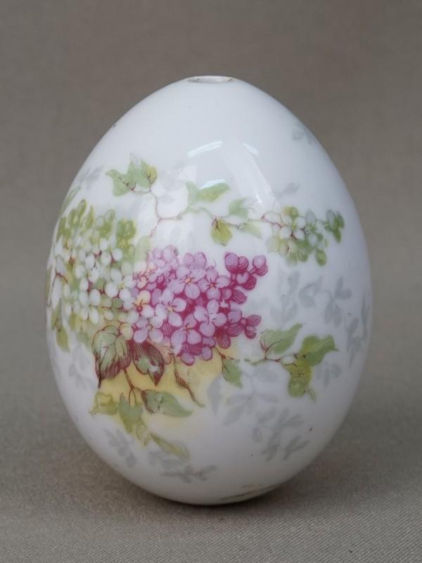 Яйцо пасхальное «Сирень», фарфор, деколь, высота 6,5см, конец XIX – начало XX века