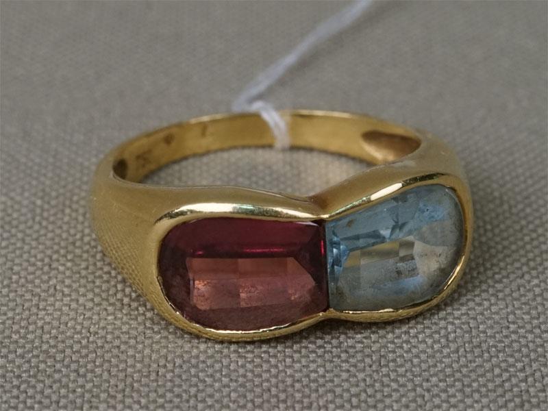 Кольцо, золото 750 пробы, общий вес 5,04гр. Вставки: гранат (родолит) и аквамарин. Размер кольца 18,5