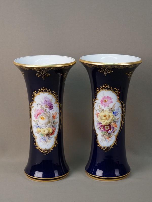 Пара ваз, фарфор, кобальт, роспись, золочение. Германия, Мейсен, середина XX века, высота 24,5см