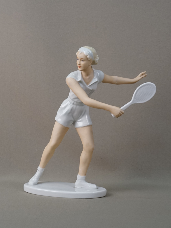Скульптура «Теннисистка», фарфор, роспись. Германия, 1970-е годы, высота 25,5см