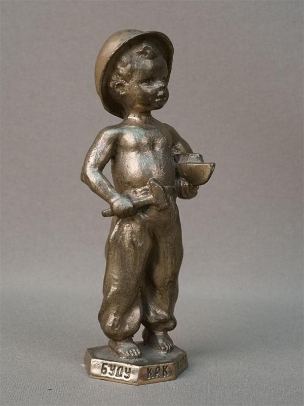 Скульптура «Юный кораблестроитель (Буду как папа)», бронза, 1980-е годы, высота 11,5см