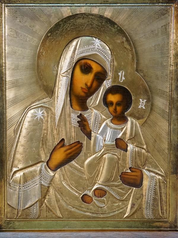Икона в киоте «Пресвятая Богородица Тихвинская», дерево, масло, оклад серебро 84 пробы, конец XIX – начало XX века, 22,2 × 18см