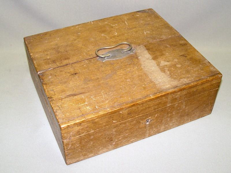 Шкатулка, массив дуба, конец XIX века, 12 × 34 ×35см