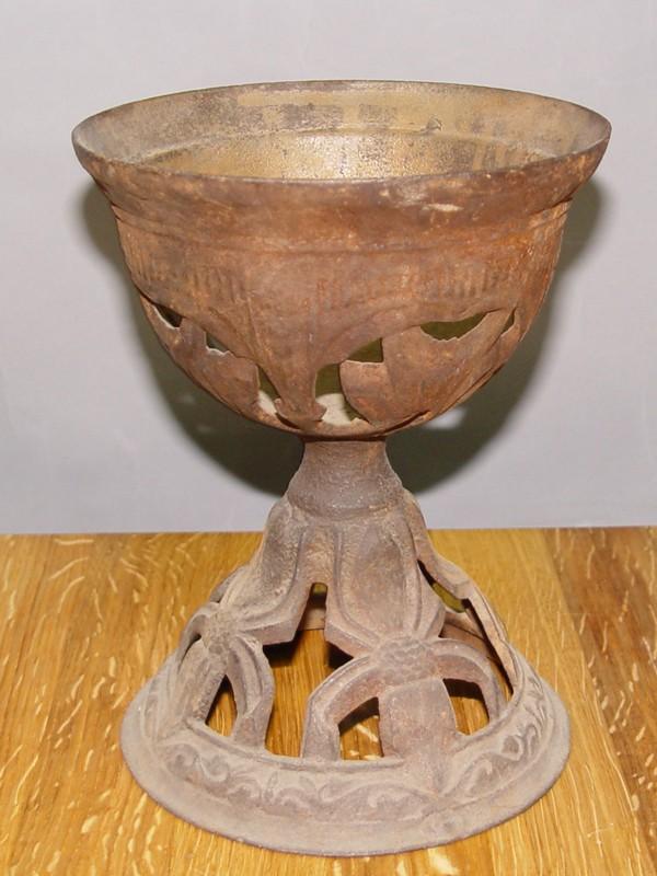 Основание керосиновой лампы в стиле модерн, чугун, начало ХХ века, 21 × 16см