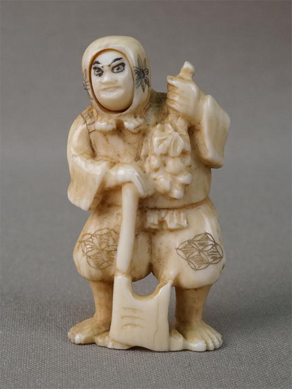 Нэцкэ с механическим устройством «Лесоруб с меняющимися лицами», кость, резьба, высота 5,2см. Япония, конец XIX – начало XX века