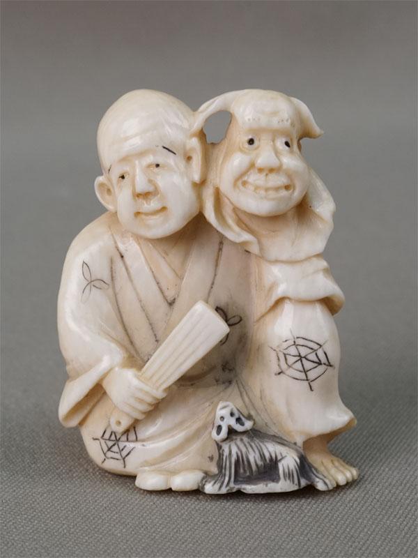 Нэцкэ «Актер с веером и маской», кость, резьба, высота 5см. Япония, начало XX века