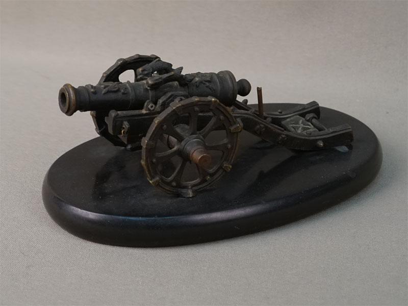 Пресс для бумаг «Пушка на лафете», бронза, камень, длина 16,5см. Франция, конец XIX – начало XX века