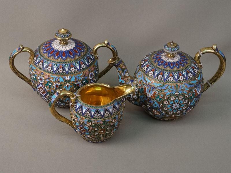 Сервиз чайный (три предмета: сахарница, сливочник, чайник), серебро 84 пробы, эмаль, золочение, общий вес 1057,7г., клеймо «П.Овчинников»