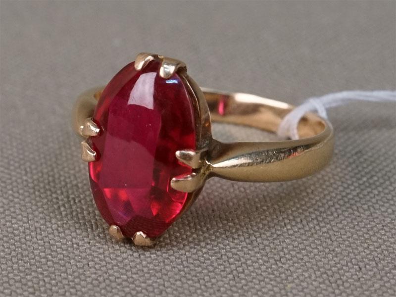 Кольцо, золото по реактиву, вставка: выращенный рубин, общий вес 4,14г. Размер кольца 17,5