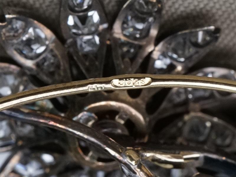 Брошь «Ветка», золото 56 пробы, вставки: бриллианты (1 бр старой огр 0.66 8-1/7, 3 бр старой огр  1.13 8-1/6-7, 3 бр старой огр 0.37 4-5/5, 101 бр старой упрощенной огр 5,43 3/3-4, 53 бр «роза»),общий вес 21,85г.