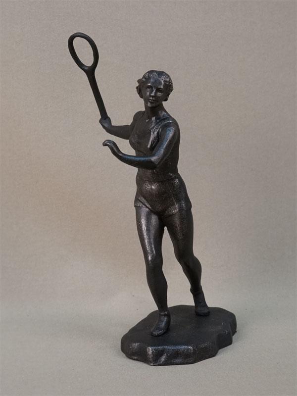 Скульптура «Теннисистка», чугун, литье, покраска. Касли, 1957 год, высота 19,5см