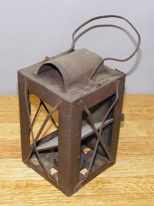 Фонарь жестяной, начало ХХ века, 28 × 11 ×11см