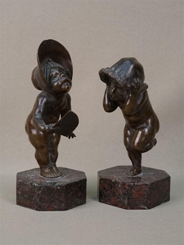 Пара скульптур «Девочки в шляпках», бронза, камень. Западная Европа, конец XIX – начало XX века, высота 16см