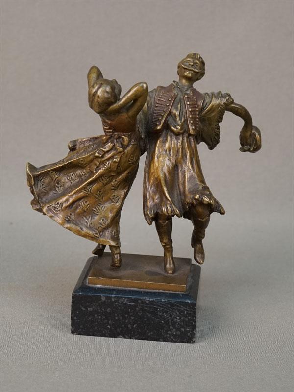 Скульптура «Венгерский танец», бронза, камень. Западная Европа, начало XX века, высота 10,5см