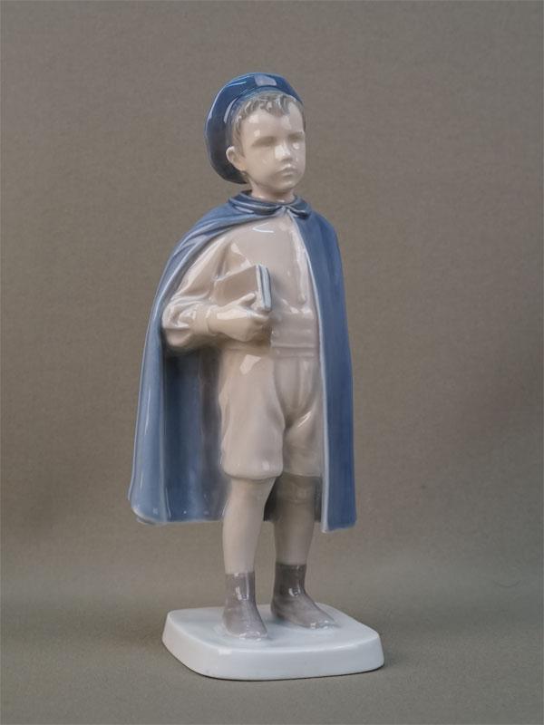 Скульптура «Мальчик-школьник», фарфор, роспись. Дания, Копенгаген,  B&G, 1920-е годы, высота 22см