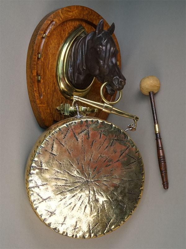 Гонг «Голова лошади и подкова», дерево, бронза, латунь. Англия, начало XX века, высота 52см
