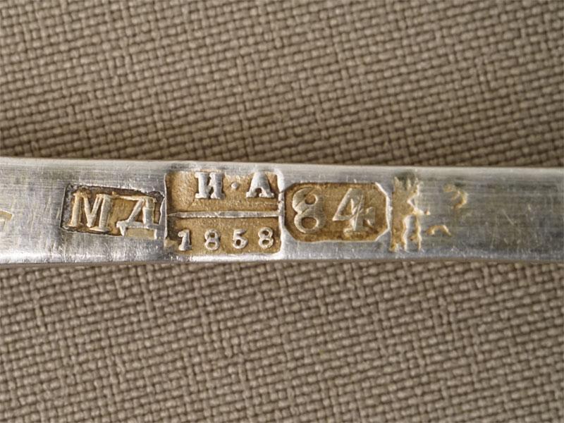 Ложки десертные (три штуки), серебро 84 пробы, чернь, общий вес 110,65г. Москва, 1858 год