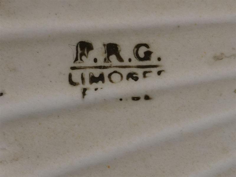 Лоток «Раковина», фарфор, деколь, золочение. Франция, Лимож, конец XIX  — начало XX века, диаметр 10см
