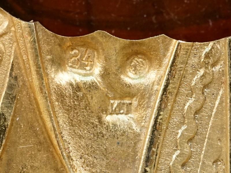 Венчальная пара в киоте «Господь Вседержитель» и «Пресвятая Богородица Иверская», дерево, масло. Оклады серебро 84 пробы, позолота, штамп, чеканка, гравировка, эмаль по скани, выемчатая эмаль. Москва, фабрика И. Тараброва, 1899-1908 год. Размер каждой иконы 22 × 17,2см. Атрибуция.