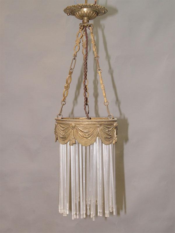 Светильник — ампель в стиле неоклссицизм, латунь, стеклянные подвески бесцветного, матированного стекла, начало ХХ века, 1 световая точка (стандартный патрон Е-27),  55 × 16см