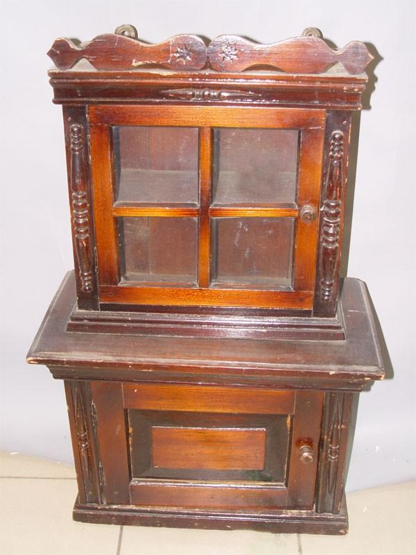 Шкафчик кукольный, сосна, начало ХХ века. 83 × 42 × 27